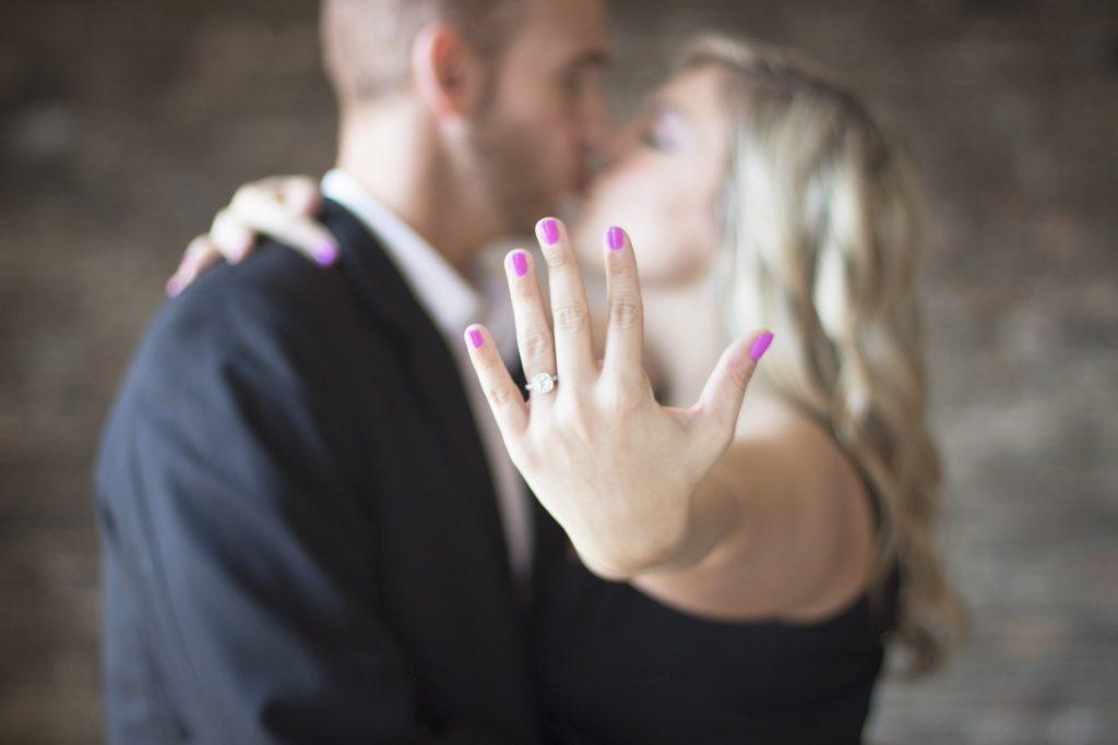 新人看護師でも結婚したい!結婚を機に転職するための注意事項
